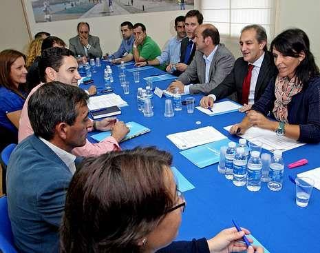 El PP reunió a sus quince portavoces en la oposición.
