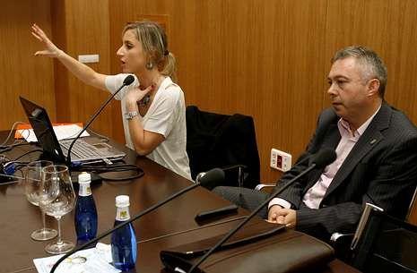 María José Andrade y José Antonio Fraiz participaron ayer en una mesa redonda.