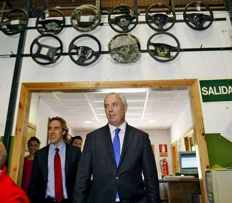 Luis Penido, gerente de Trameve, acompañó ayer a Pachi Vázquez en una visita a su empresa.