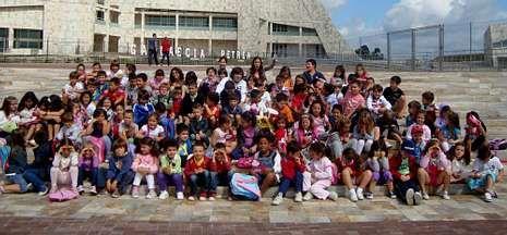 Los 111 participantes de la escuela de verano de Ames jugaron ayer en el Gaiás.