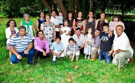 La familia Antelo celebró un bautizo y una primera comunión.