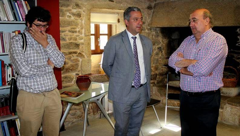 Carlos Meixide, Valentín García e José Luis Fondo Aguiar, na presentación dos Monólogos de serán!