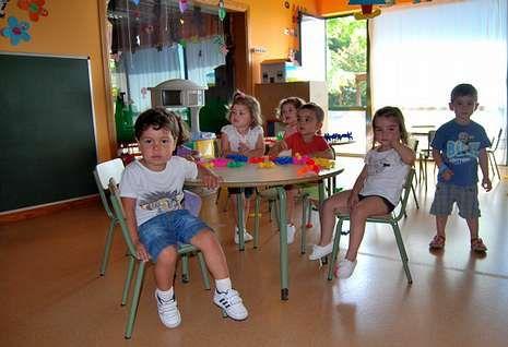Niños en una de las aulas de una de las tres escuelas infantiles con que cuenta Ames.