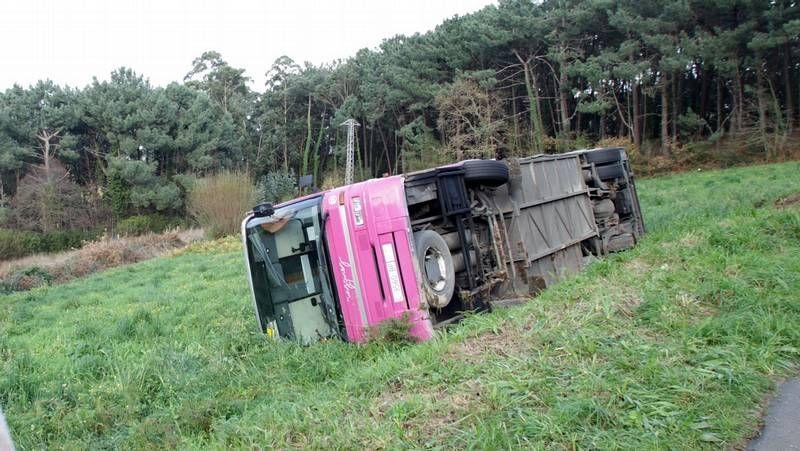 Espectacular accidente de tráfico en Arteixo