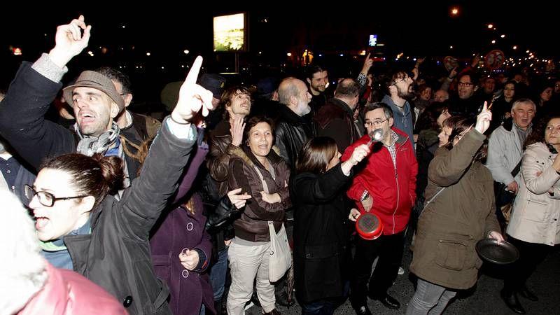 Concentración a las puertas de la sede del PP en A Coruña