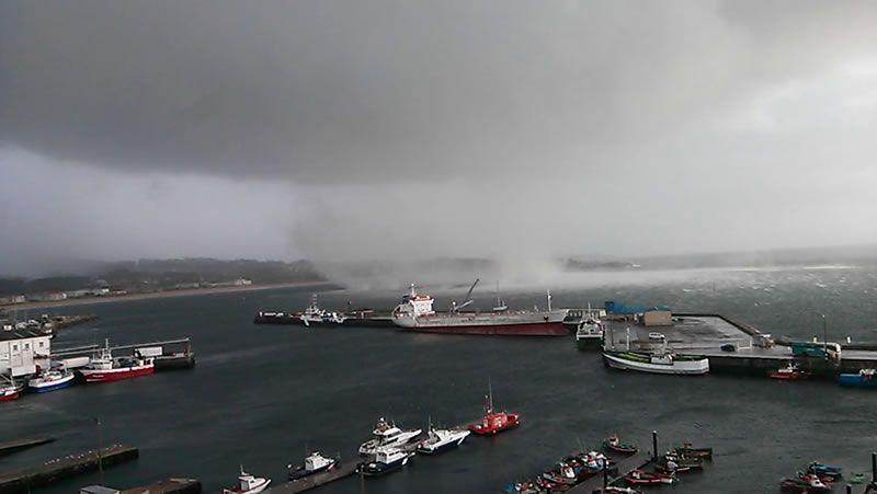 Tornado en las cercanías del puerto de Ribeira