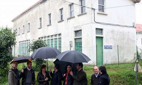 Foto de archivo de la visita de Beatriz Mato, a las posibles ubicaciones para la guardería.