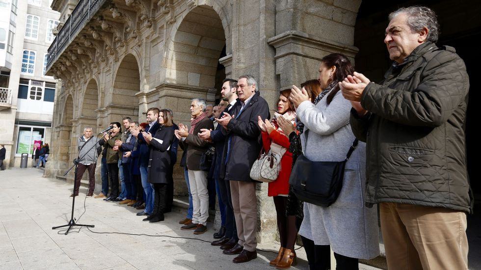 Minuto de silencio ante el Ayuntamiento de Lugo.