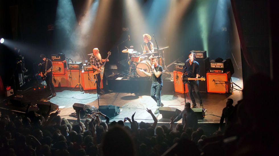 La banda Eagles of Death Metal actuando momentos antes del atentado en Bataclan.