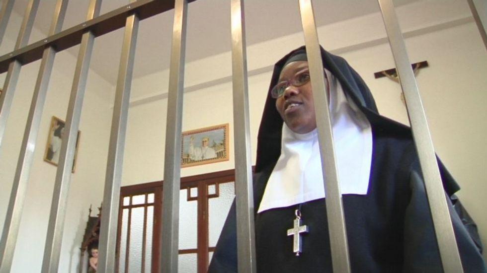 Una monja de clausura habla para V Televisión
