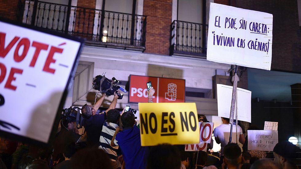 Caídas, insultos y empujones, lo que no viste del «sábado negro» del PSOE