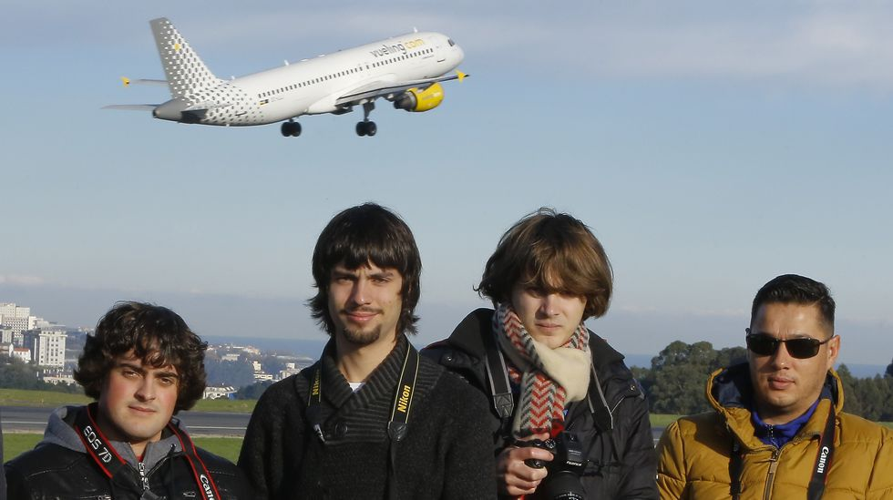 Grupo de Spotters Coruña que se reúnen para hacer fotos a aviones