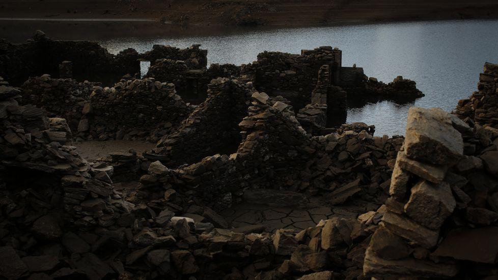 Así es la aldea sumergida de Agolada