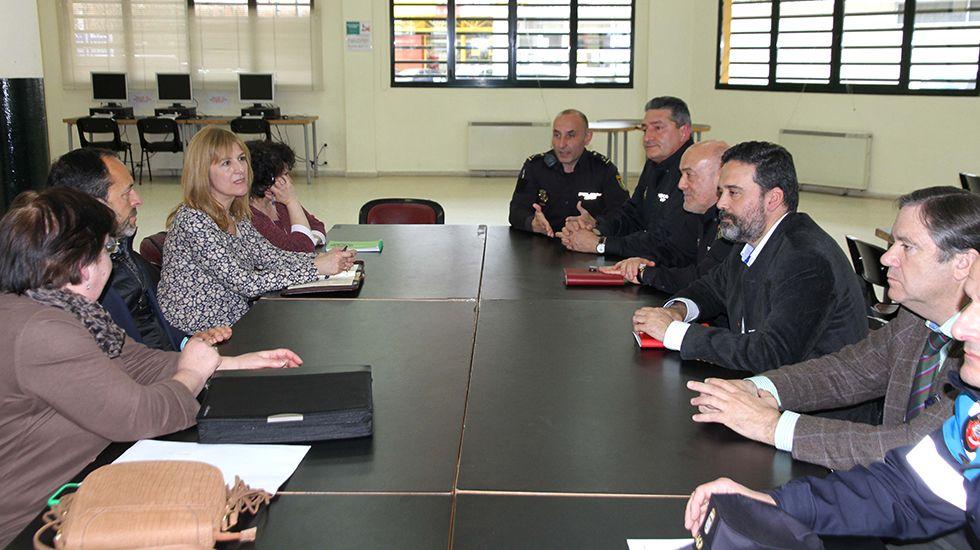Reunión entre el ayuntamiento, las fuerzas de seguridad y los vecinos
