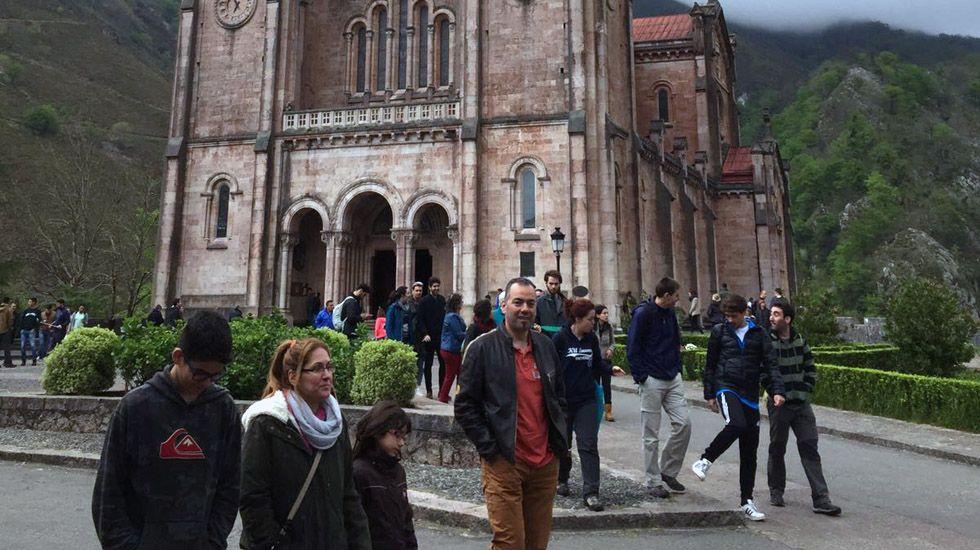 Los turistas llenan Covadonga