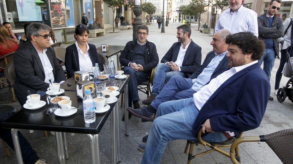 Patxi López visita la sede del PSOE en Vilagarcía