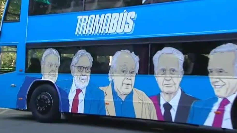 Podemos presenta el autobús de la trama: el «Tramabús»