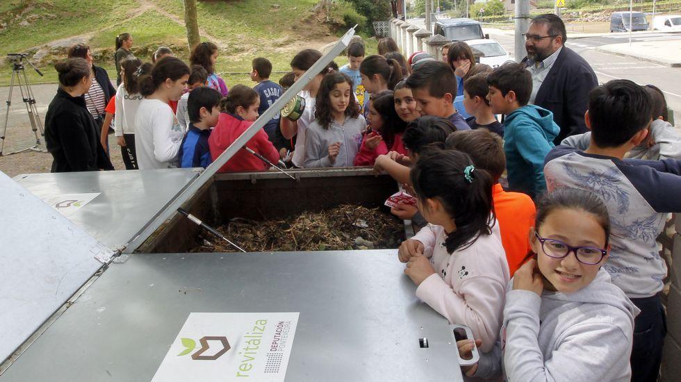 Los escolares del Piñeiriño aprenden las técnicas del compostaje