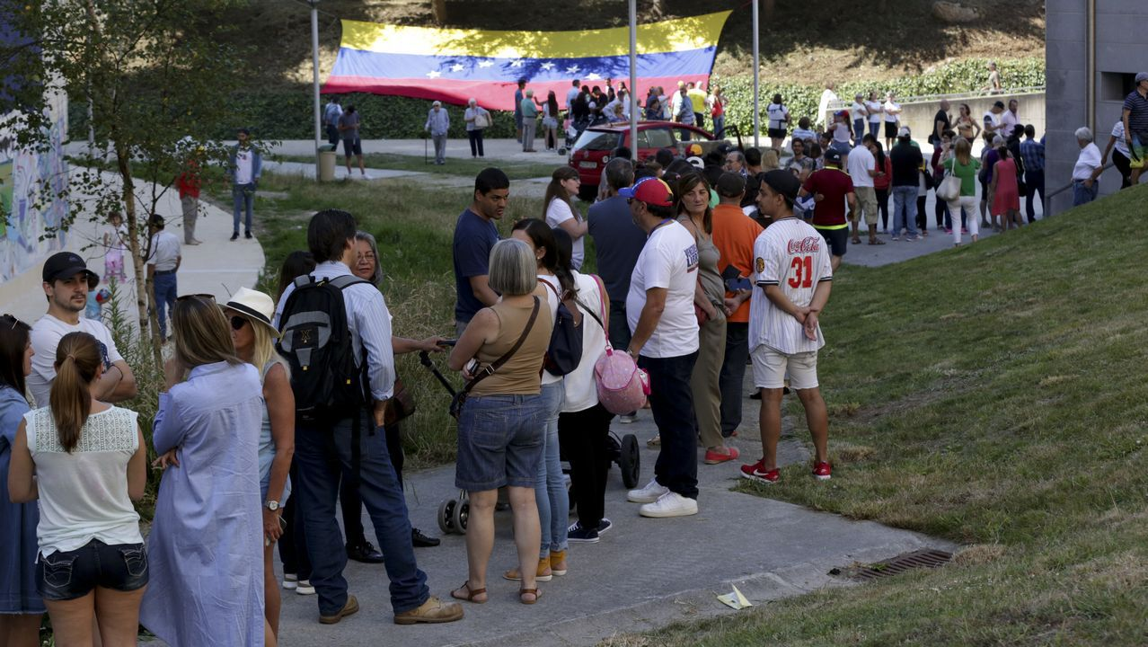 Los venezolanos residentes en Galicia ya votan en la consulta popular contra Maduro