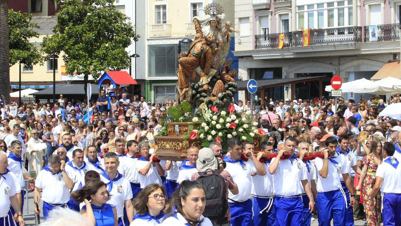 Una multitud acompañó a la Virgen del Carmen enFoz