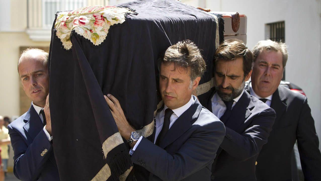 Varios de los hijos de Ruiz-Mateos durante su entierro en el año 2015