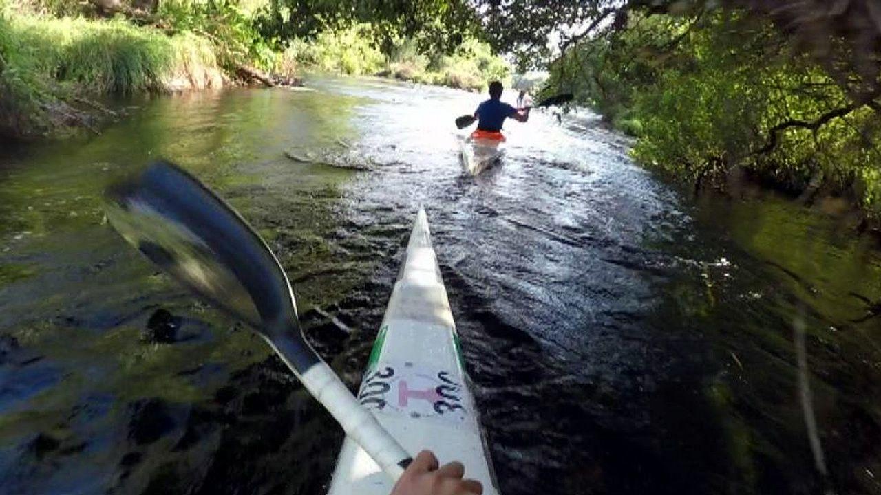 Espectacular descenso enpiragüa por el río Tambre