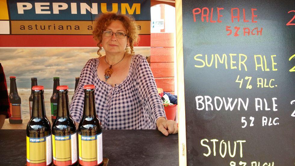 Gela Sierra, en el puesto de cervezas Pepinum.