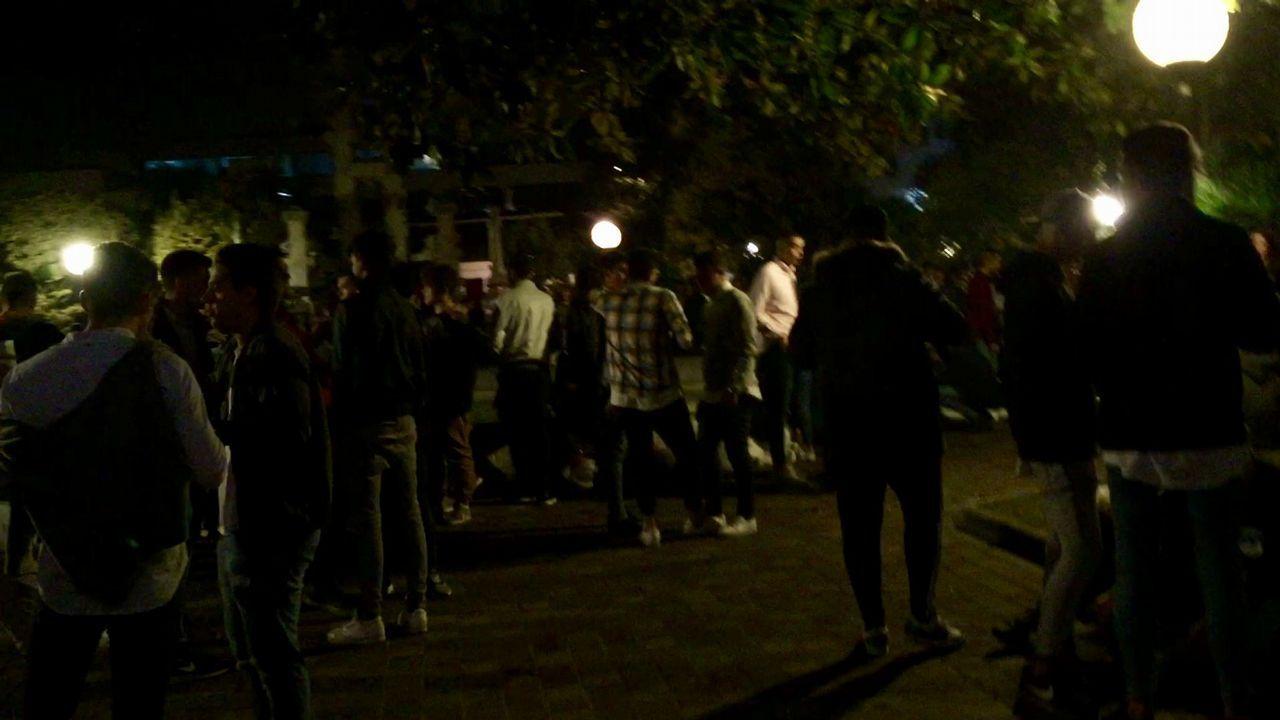 El botellón nocturno toma los jardines de Méndez Núñez