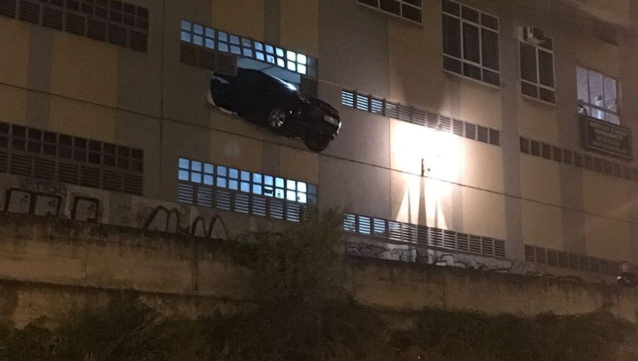 ¿Sabes cómo reaccionar si tu coche queda suspendido en el aire?