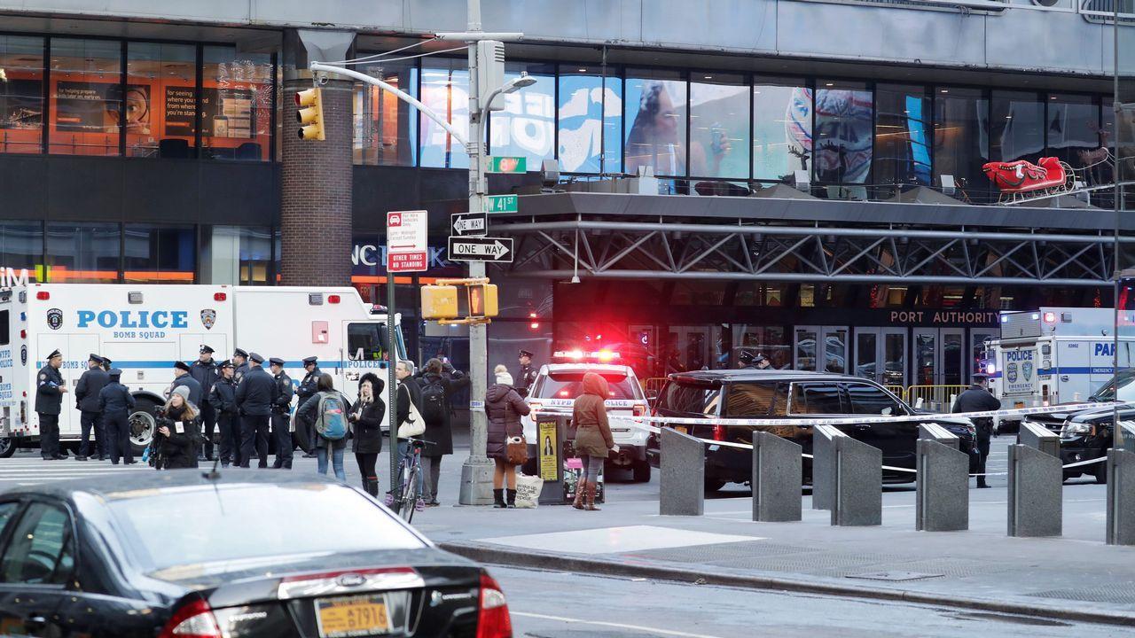 La policía de Nueva York investiga una explosión en una estación de autobuses de Manhattan