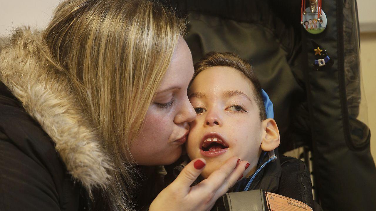 Iago busca ayuda para tratar su parálisis cerebral
