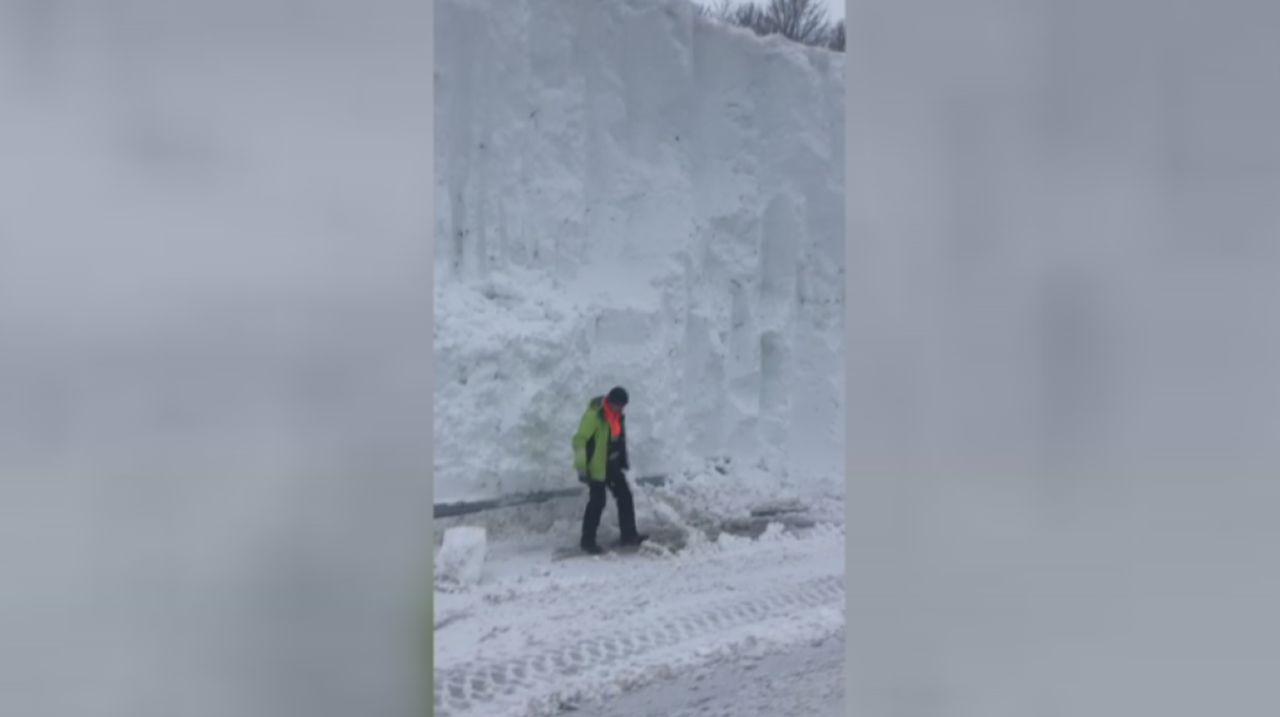 Un muro de siete metros de nieve entre Asturias y León