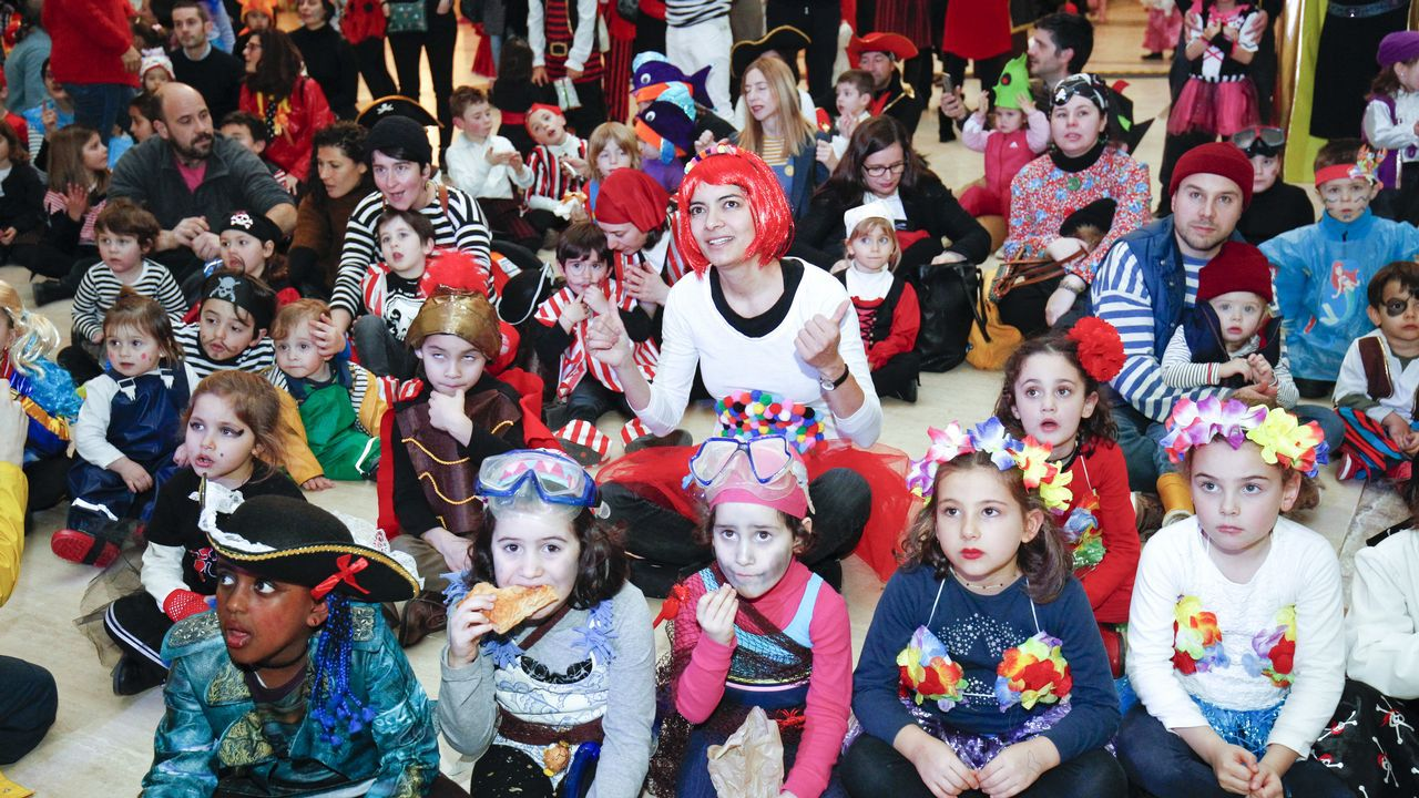 Fiesta de Entroido Mareeiro, con música de carnaval en la Ciudad de la cultura