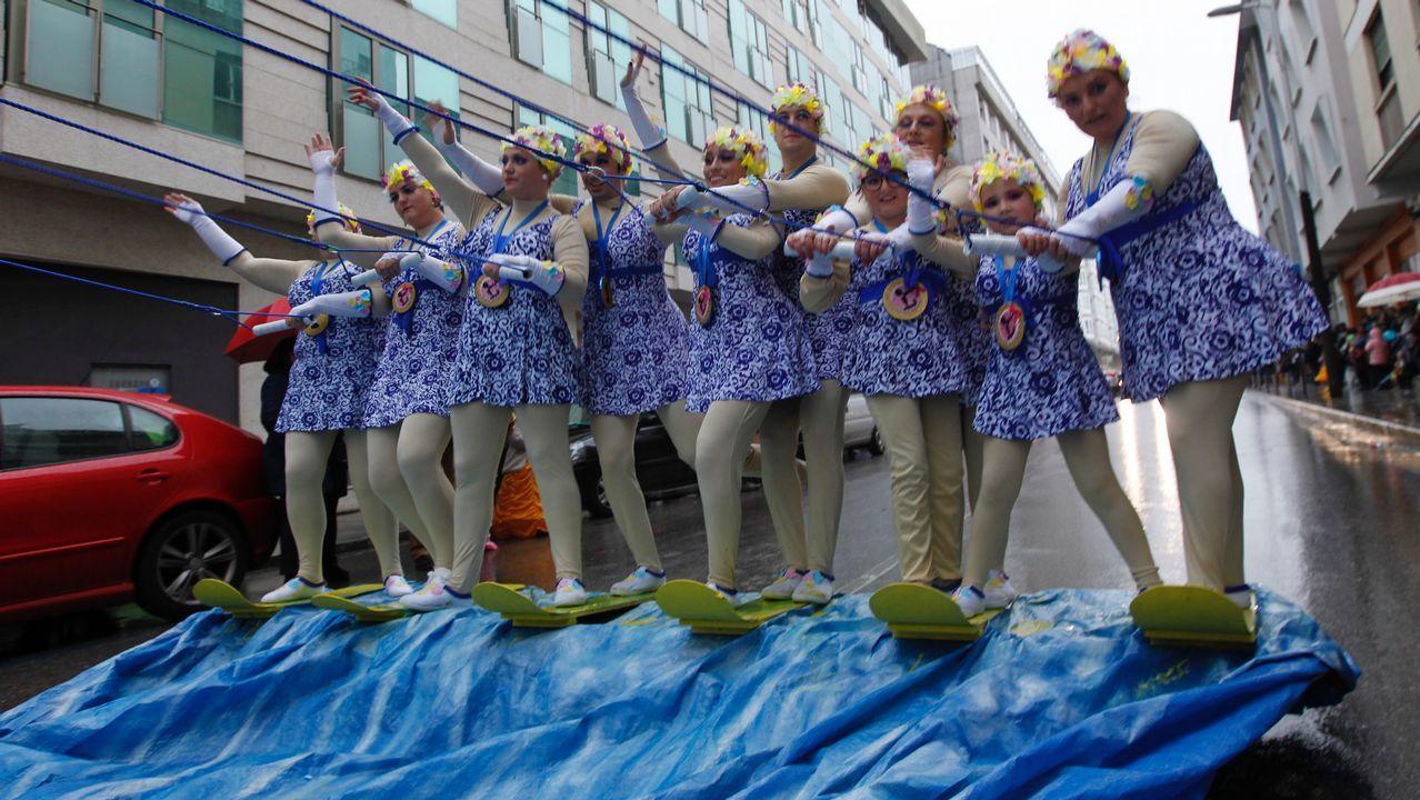 El carnaval de Viveiro le planta cara a la lluvia