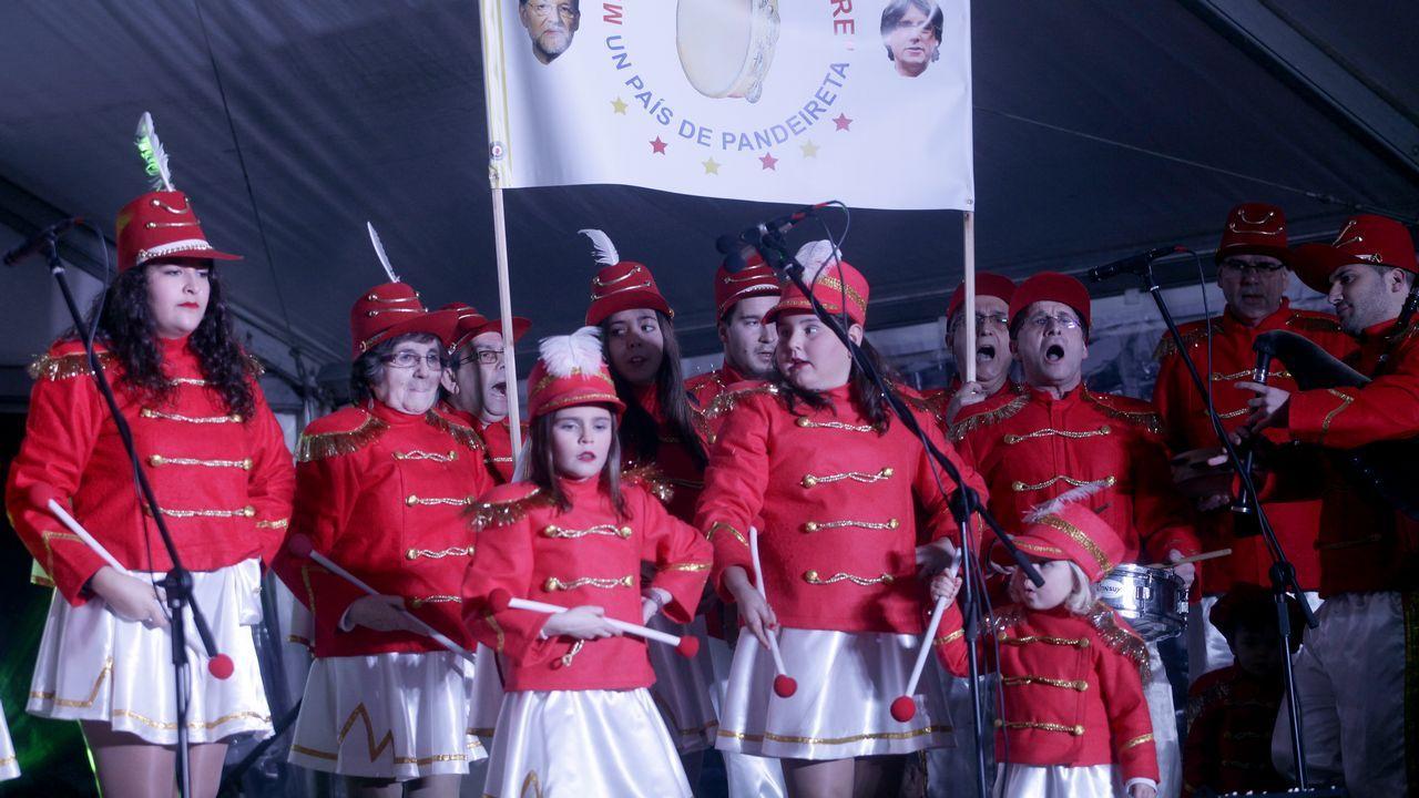 El desfile de máscaras e ingenio ribeirense se subió al escenario