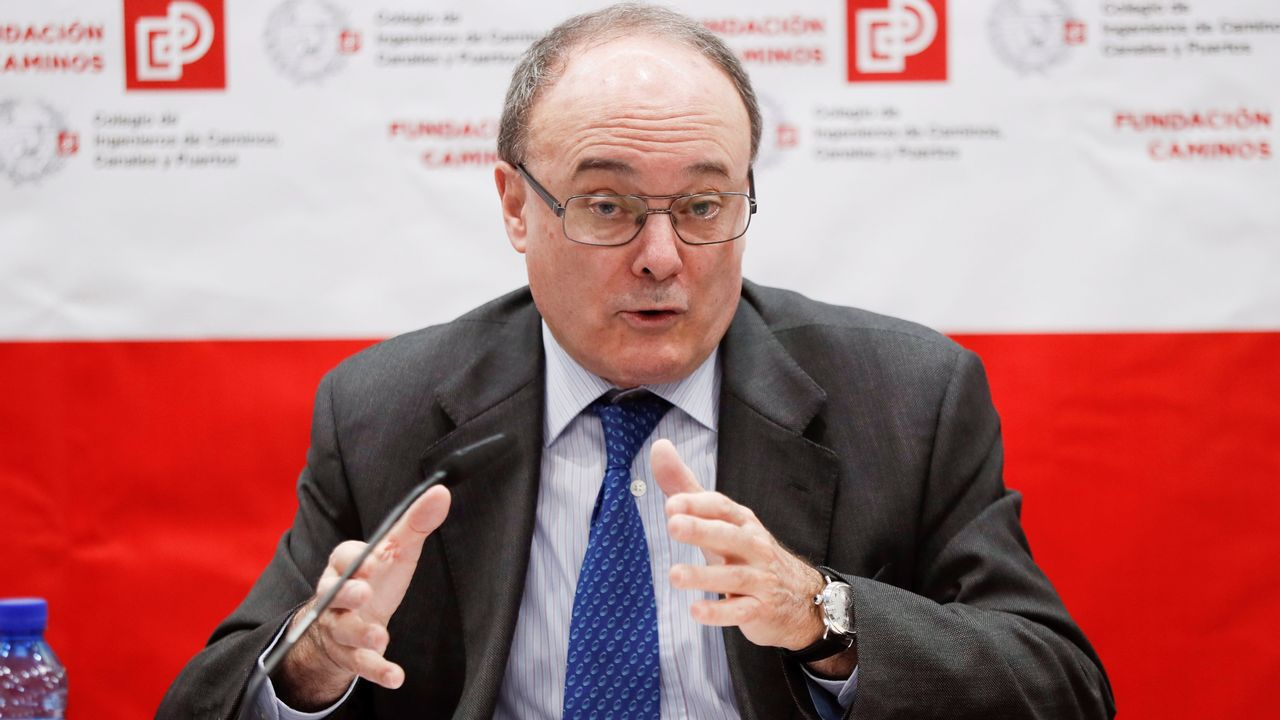 El gobernador del Banco de España advierte «problemas serios» en las pensiones