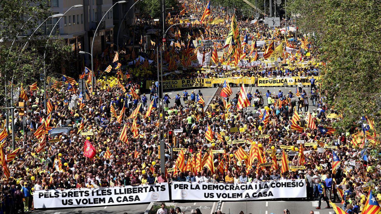 Movilización multitudinaria en Barcelona para pedir la puesta en libertad de los presos independentistas
