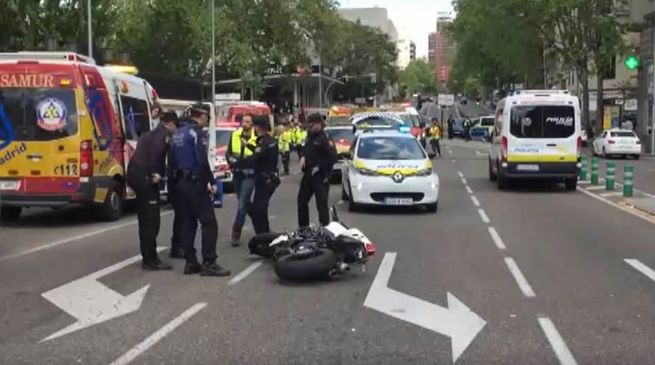 Fallecen los dos ocupantes de una moto tras un accidente con un vehículo en el centro de Madrid