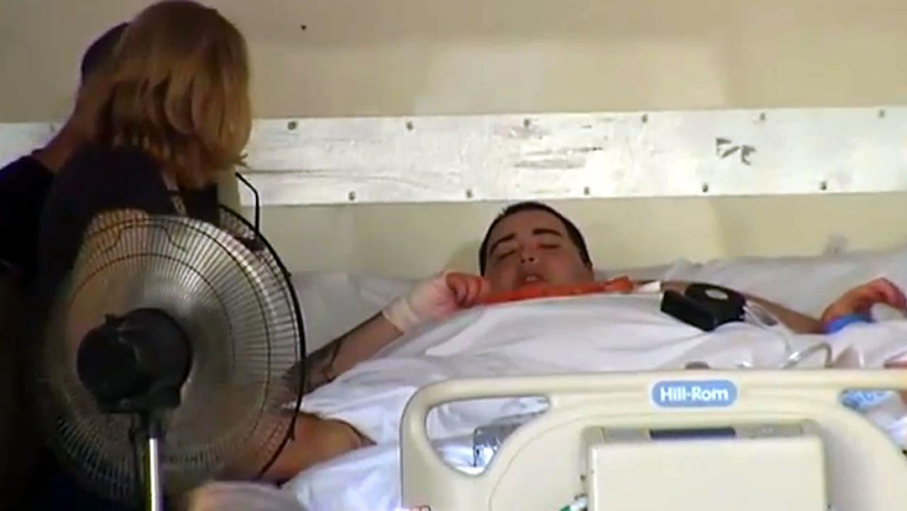Polémica por el tratamiento a un valenciano que pesa 350 kilos