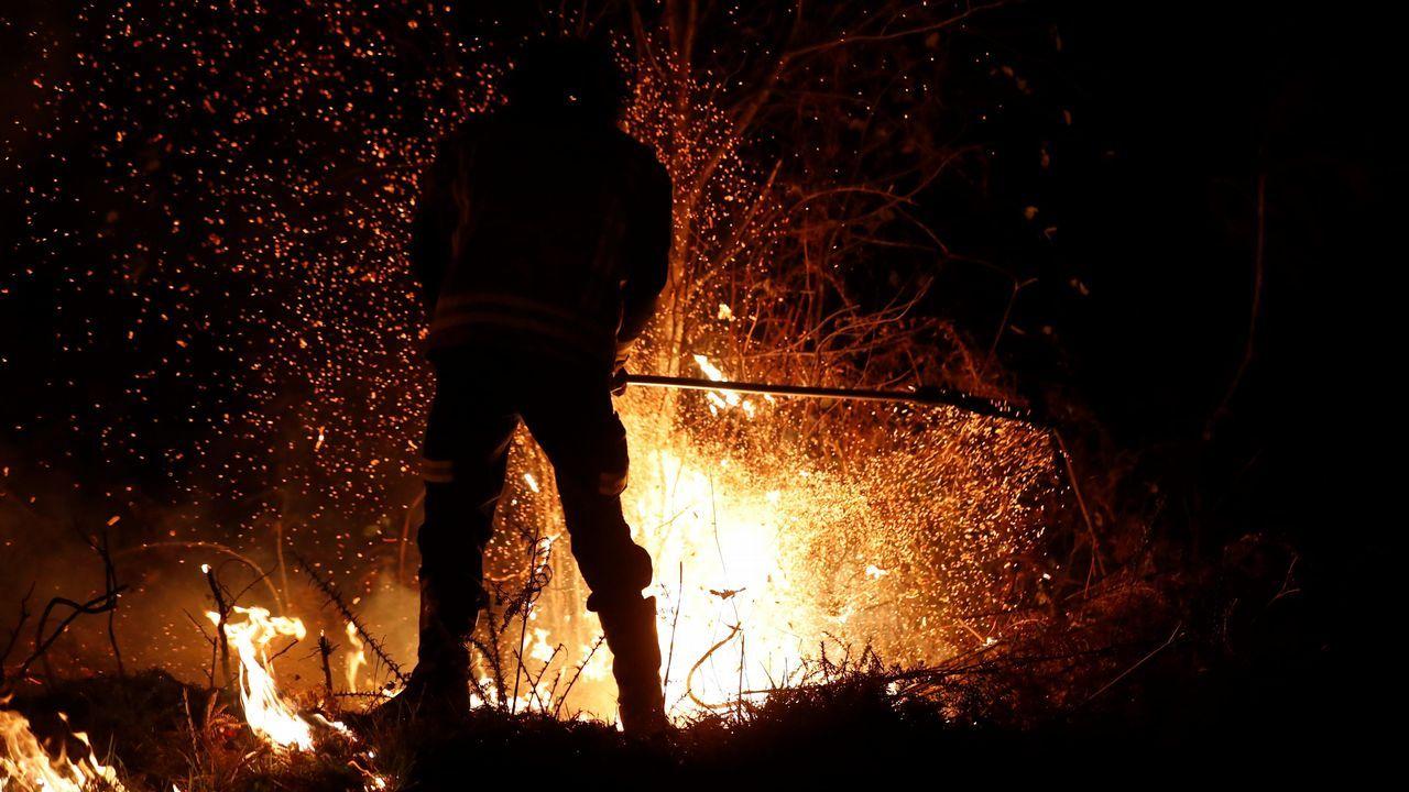 Cruzando la A-8 en llamas: «Mamá, hay fuego en la cuneta»