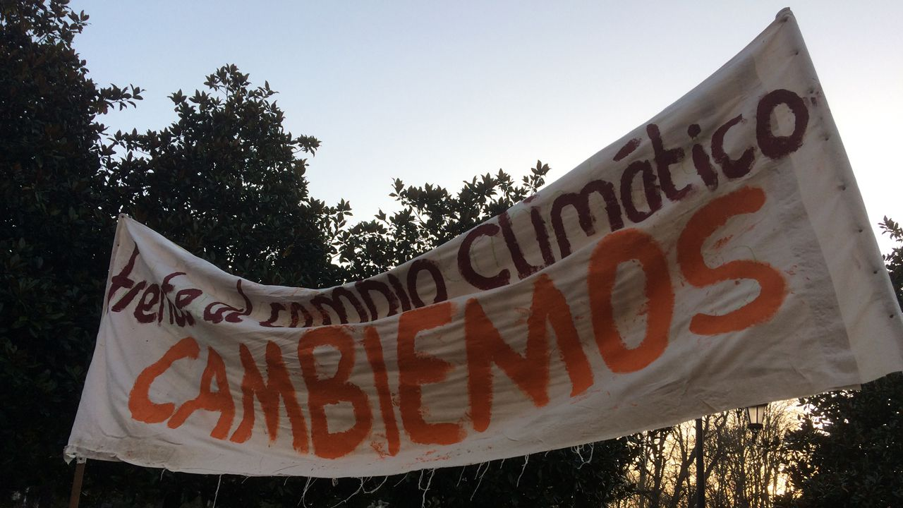 Una marea por el cambio climático inunda La Escandalera