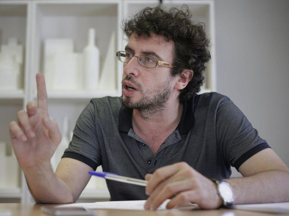 Alejandro Sanz triunfa en el Coliseo.Público en la plaza de María Pita viendo un concierto de Malú en el 2013.