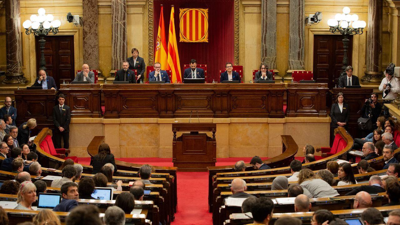 Vista del pleno del Parlamento de Cataluña, durante la sesión de este jueves
