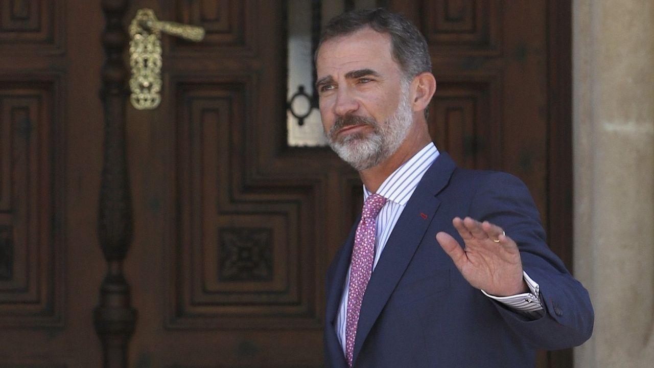 Rajoy promete «tranquilidad» y «firmeza» ante la «estafa» del referendo.Zaplana, Botella y González, en una imagen de archivo