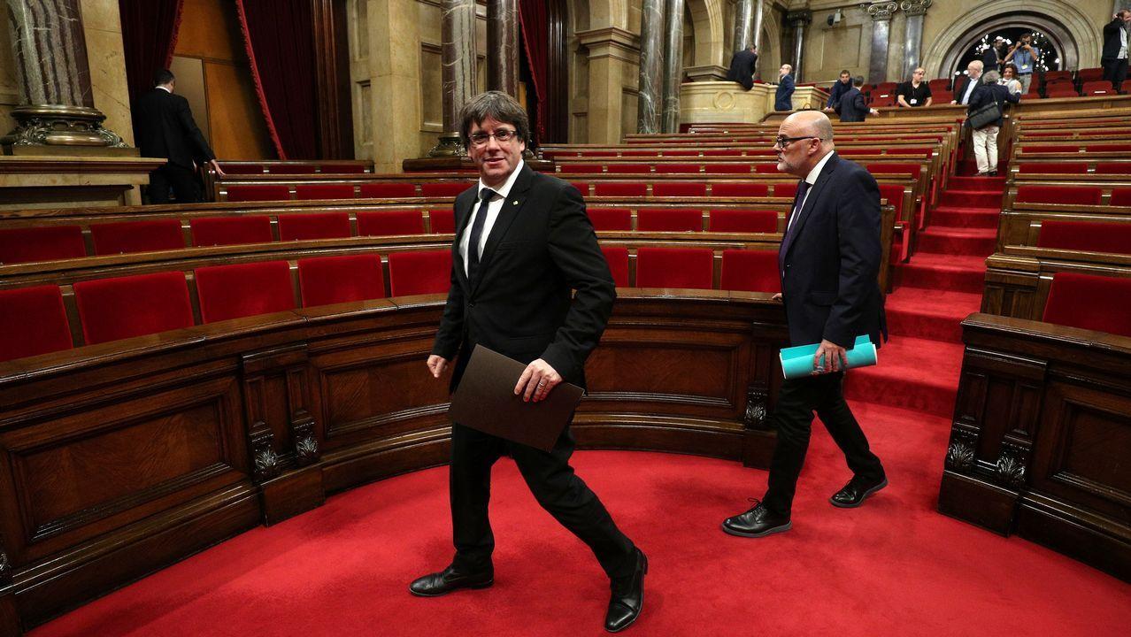 Puigdemont declara la independencia y pide al Parlamento que la suspenda.