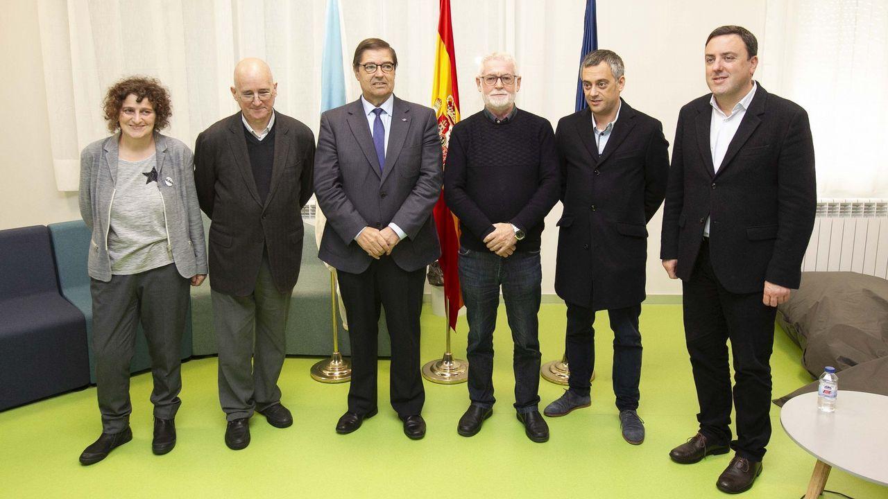 Caída de cascotes del Kiosko Alfonso.Ovidio Rodeiro, delegado territorial de la Xunta en A Coruña, vacunándose de la gripe
