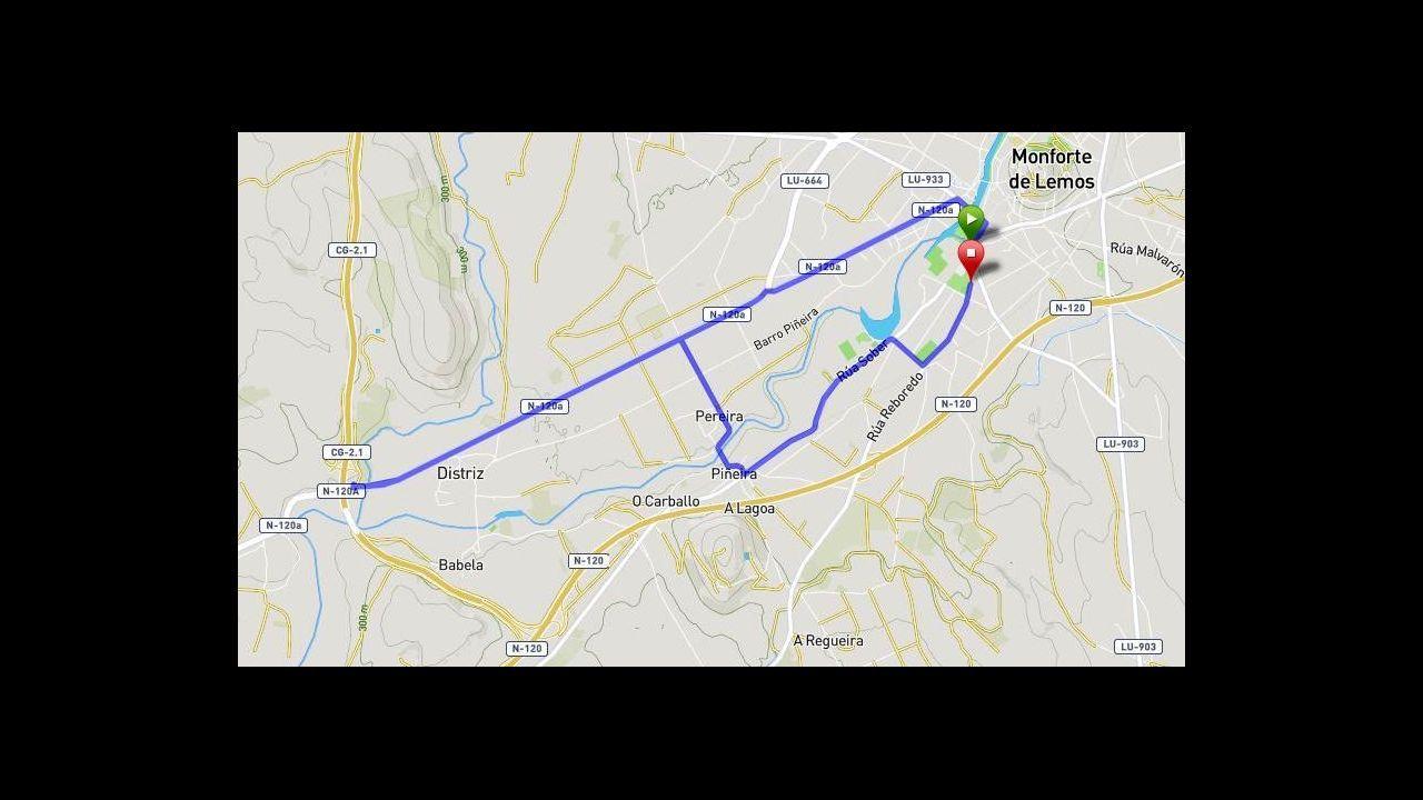 Contador da la salida en la carrera nocturna de Lugo