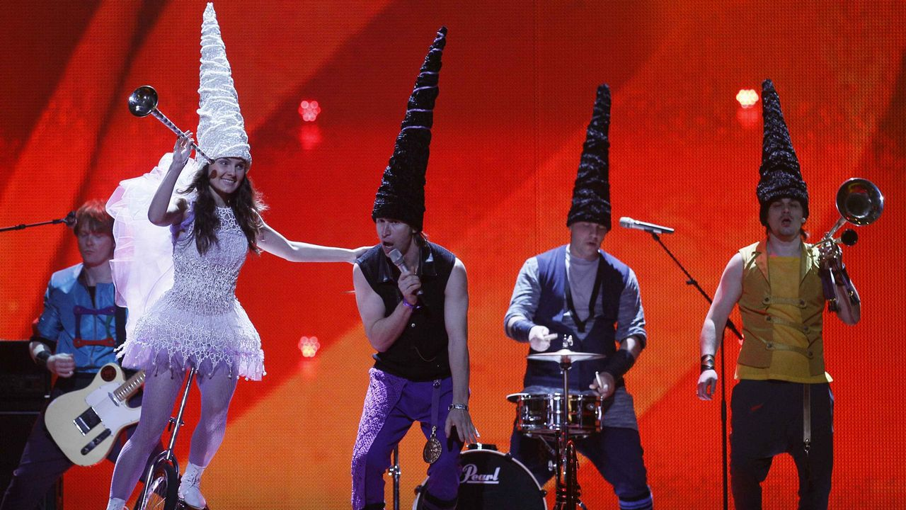 No, no es una representación teatral de «David el Gnomo», son los miembros de Zdob Si Zdub, que representaron a Moldavia en el año 2011