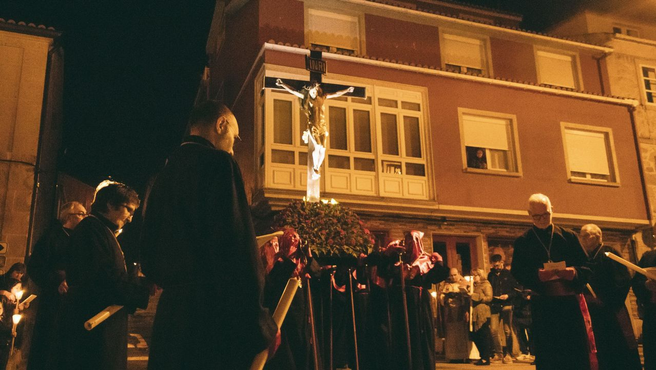 La cofradía de Boiroparticipó en una procesión en Santiago