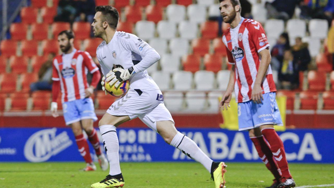 Gol Mossa Ibrahima Balde Ibra Barcenas Javi Munoz Real Oviedo Reus Carlos Tartiere.Los jugadores del Oviedo tras la derrota ante el Almería